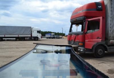 Установка, вклейка стекол на грузовики